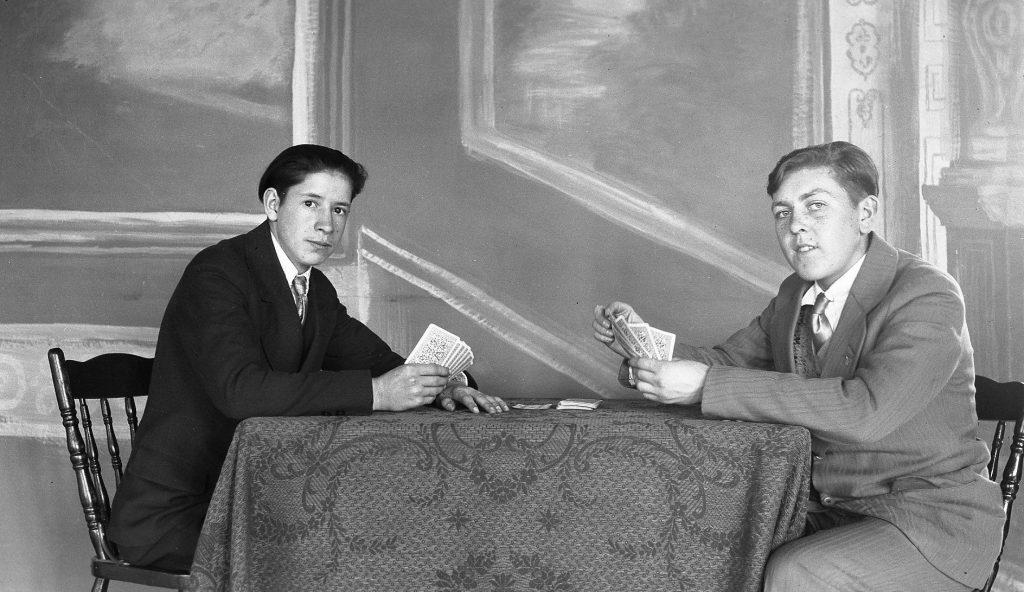 Deux élèves de l'année 1929-1930